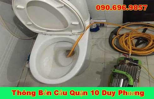 Thợ Thông Tắc Bồn Cầu Đang Dùng Máy Lò Xo Thông Tắc Quận 10.